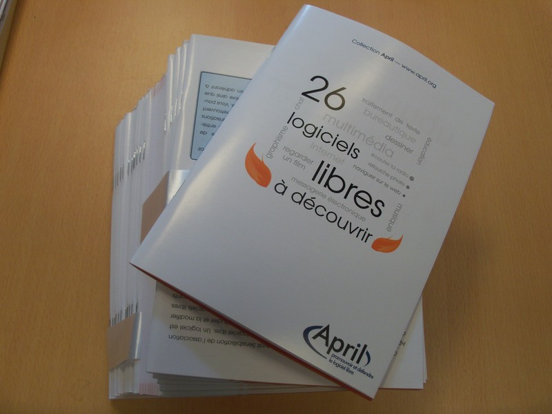 Photo d'une pile de catalogues libres